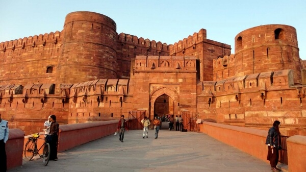 Agra sightseeing Taxi Service with Fatehpur Sikri
